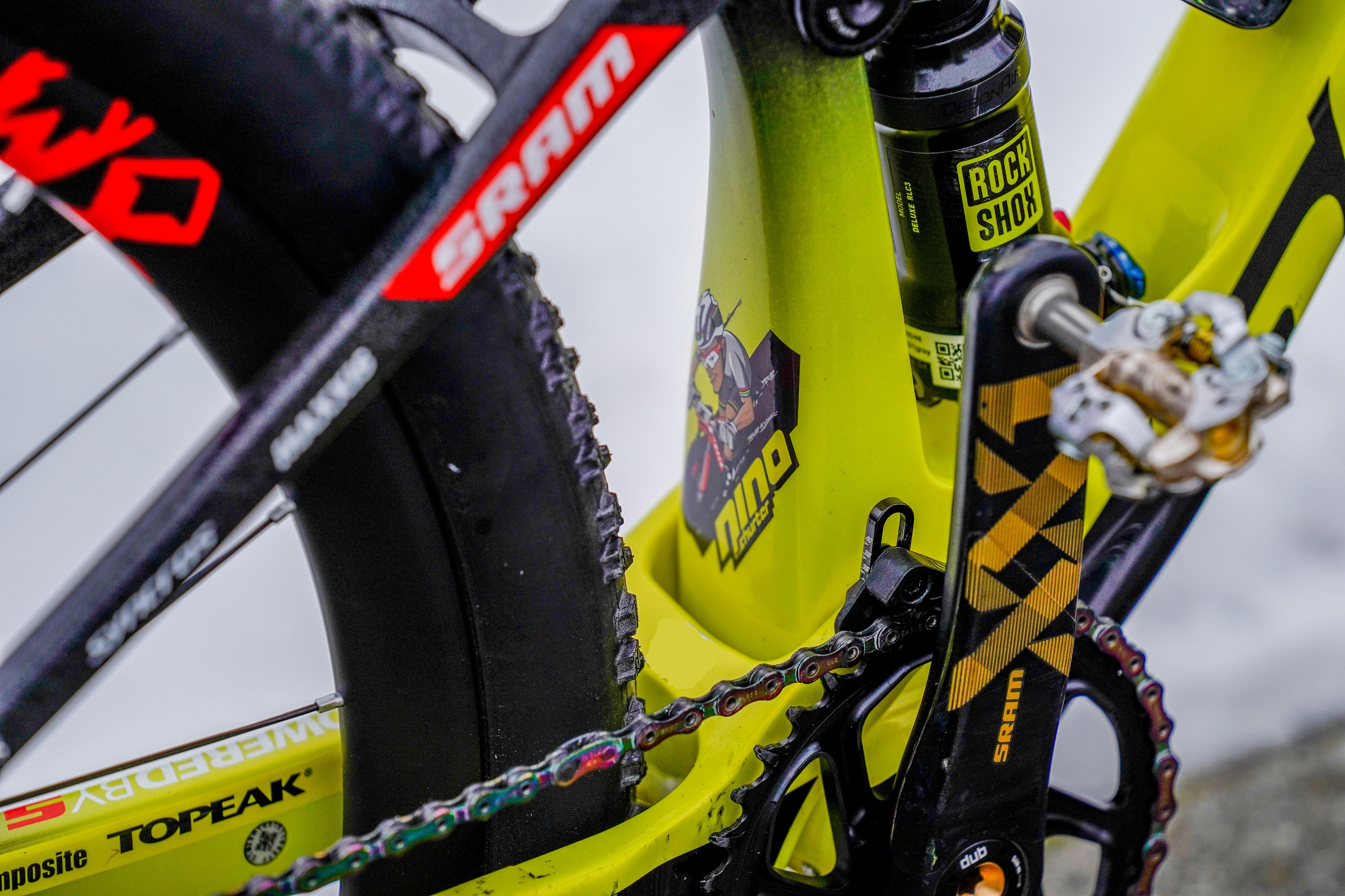 Vélo jaune Nino Schurter